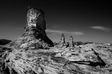 الصخور الواقفة