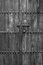 الباب المغلق