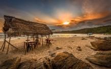 غروب الشمس على الشاطئ