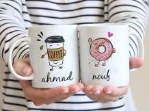 كوب ثنائي تصميم دونت و قهوة مع قاعدة
